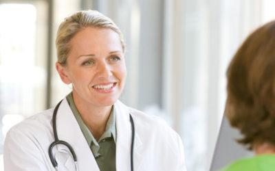 Camici medici: perché i dottori indossano i camici bianchi?